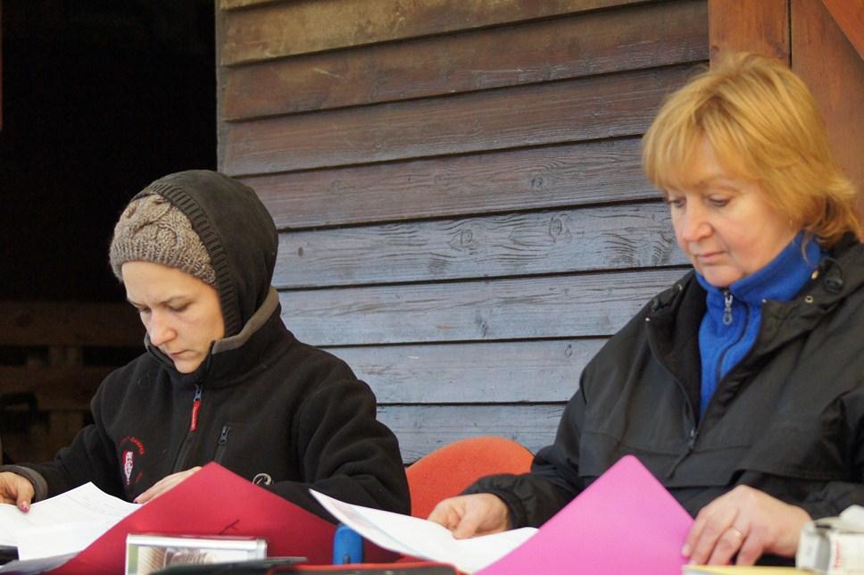 Amélie et Corinne secrétaires au brevet sans électicité