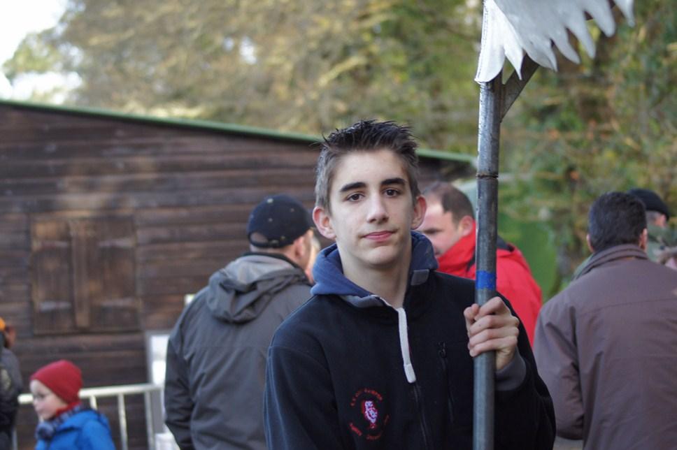 Thomas aidant à la monte du barnum